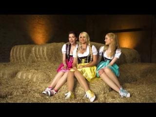 Три милые немки красиво поют про животных