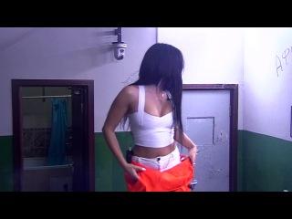 Дом-2 Алиса Муса танцует стриптиз в изоляторе