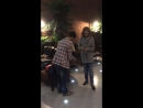 Анастасия Перец и Дмитрий Шаповал кидают монетки в фонтан, чтобы когда-нибудь вернуться в Екатеринбург