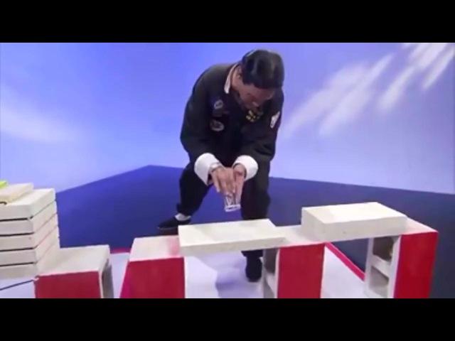 "Репортер случайно сломал ""настоящий кирпич"" мастера кунг-фу"