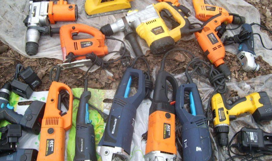 В Таганроге рабочий из компании, в которой работал, украл болгарки, дрели, шуроповерты