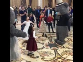 Танец жениха и невесты 😂