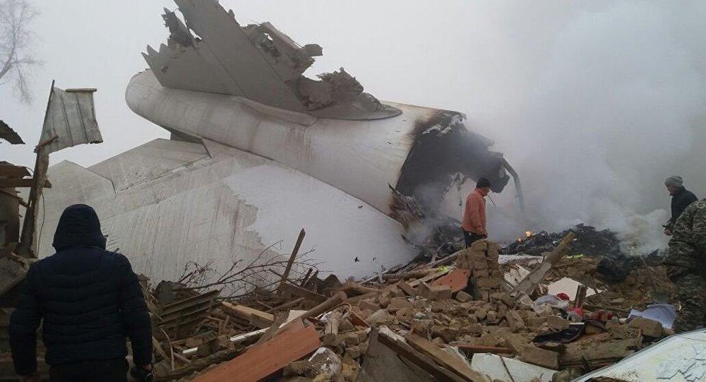 Срочно: Под Бишкеком упал турецкий грузовой самолет. Более 30 человек погибли