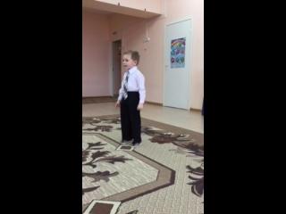 Тимоша выступает на конкурсе чтецов в Детском саду)