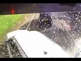 LiveLeak - Lorry driver smashes cars