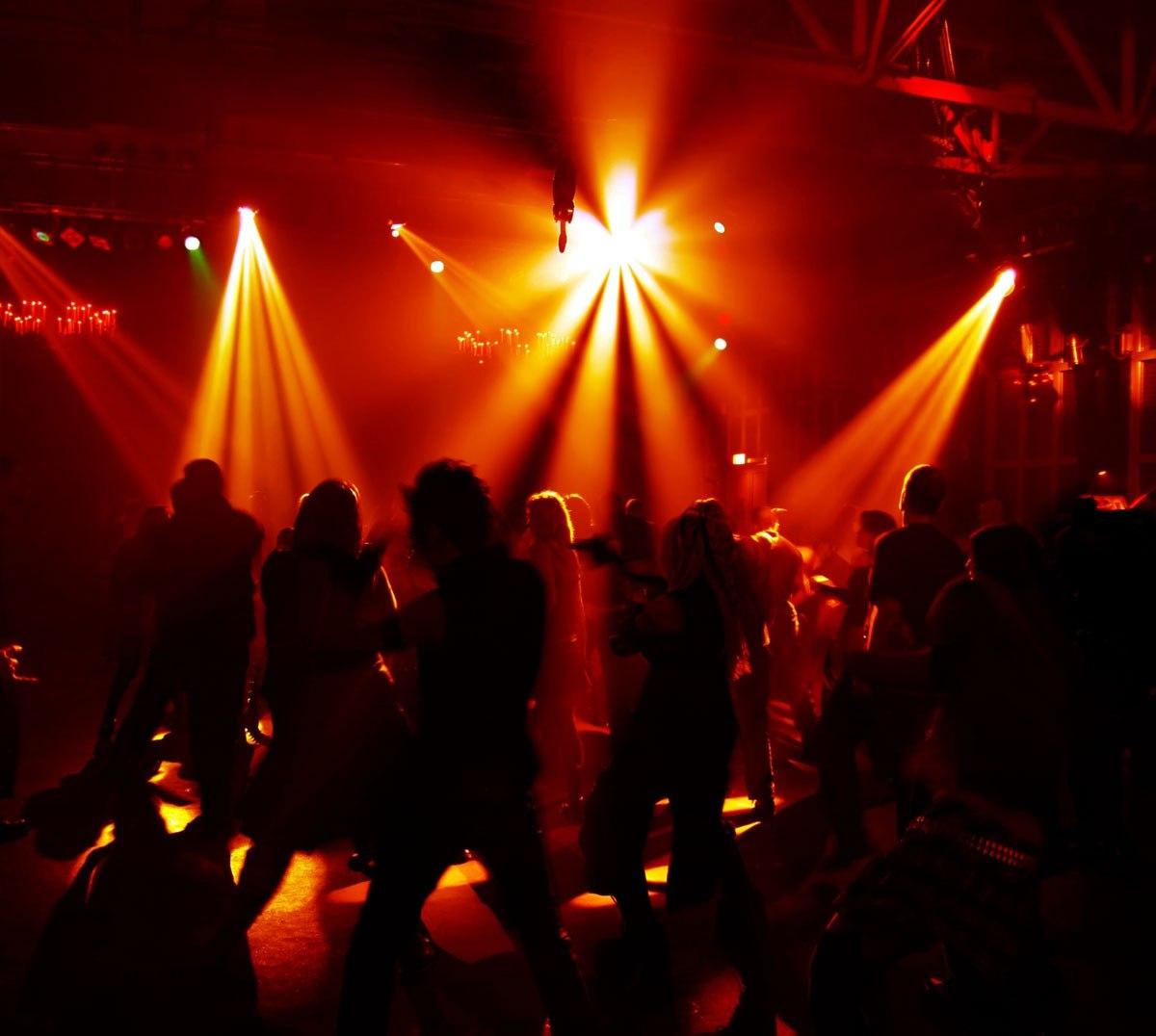 Предприниматель из Нюрбы ухитрился построить диско-клуб на частной территории