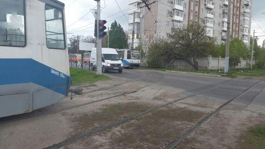 В Таганроге под трамвай угодил 12-летний школьник