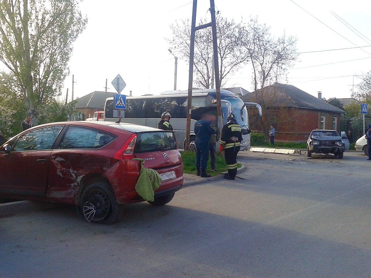Сегодня вечером на 2-ой Советской дорогу не поделили «Москвич-2141» и Citroen C4