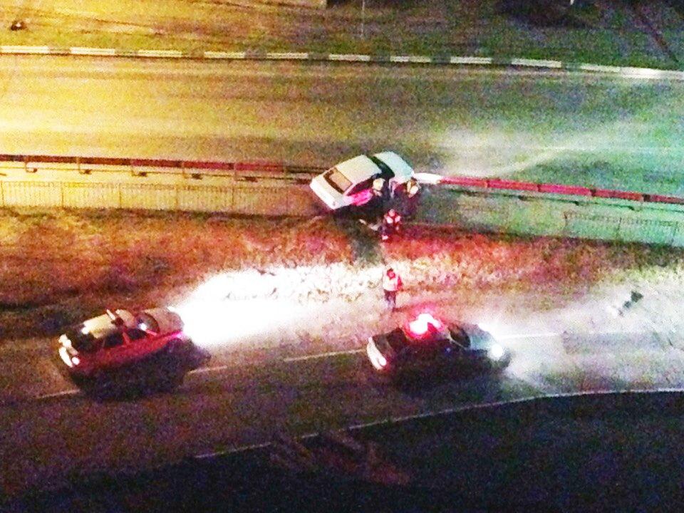 В Таганроге погоня за нарушителем на «ВАЗ-21099» закончилась ДТП на Бакинском мосту