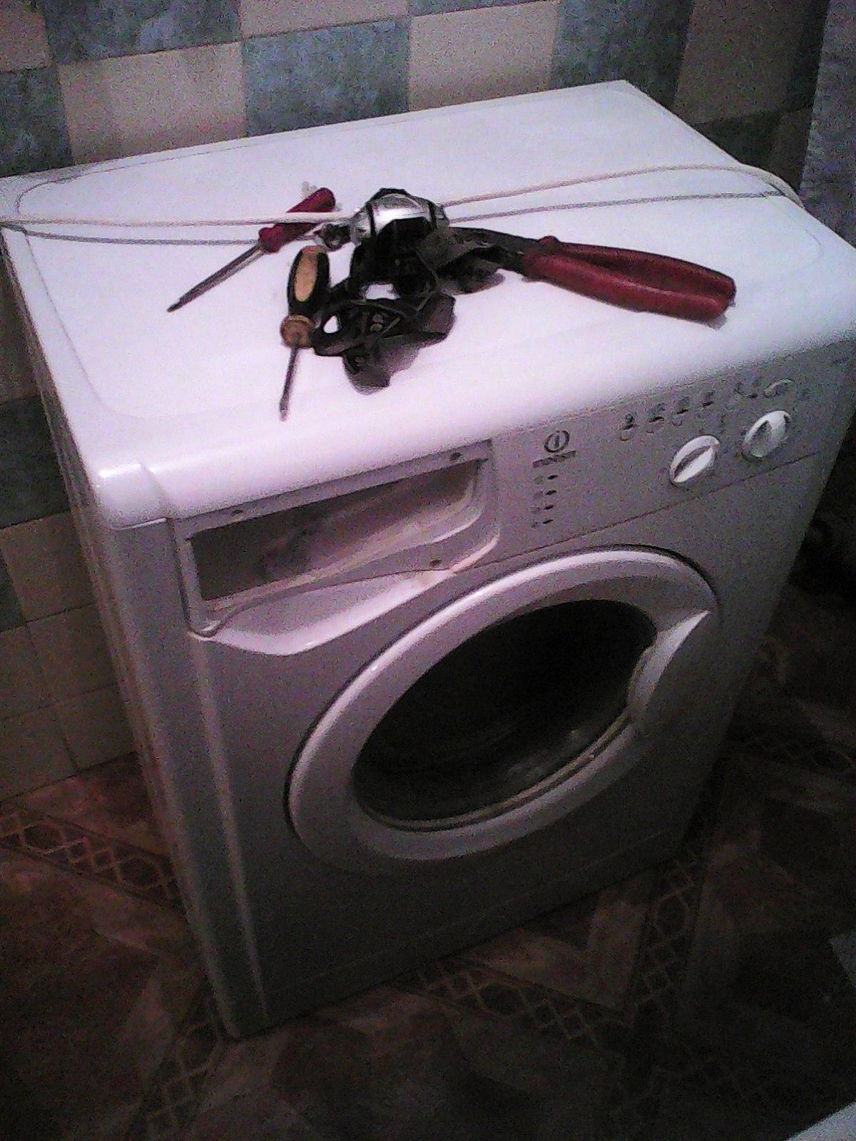 Автоматическая стиральная машина Indesit WISL 82