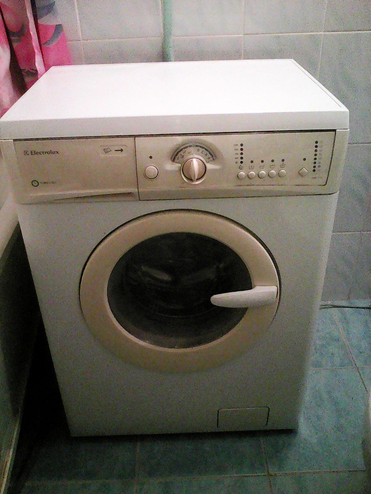 Автоматическая стиральная машина Electrolux EWS 1020