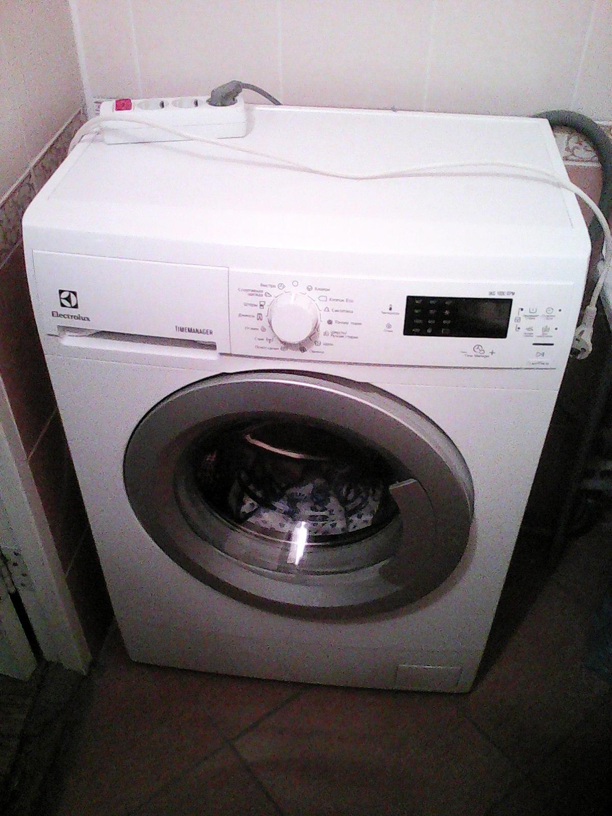 Автоматическая стиральная машина Electrolux 1000 RPM