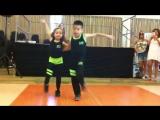 Малыши танцуют сальсу. Это действительно круто!