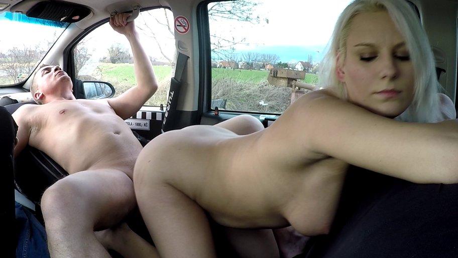 Czech Taxi 34 (Блондинка с большой попкой в такси)