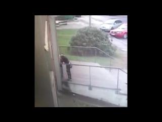 избили шлюха видео