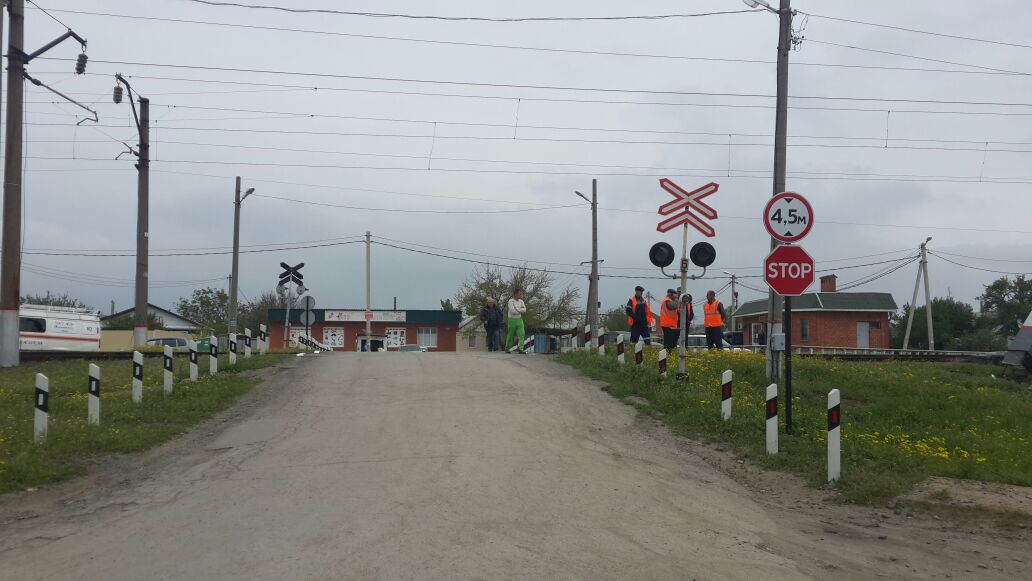 Электричка «Ростов-Таганрог» столкнулась с Skoda Yeti