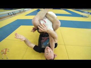 Тренировки с Борцовским Клубом - Треугольник со стойки как контр прием от прохода в ногу