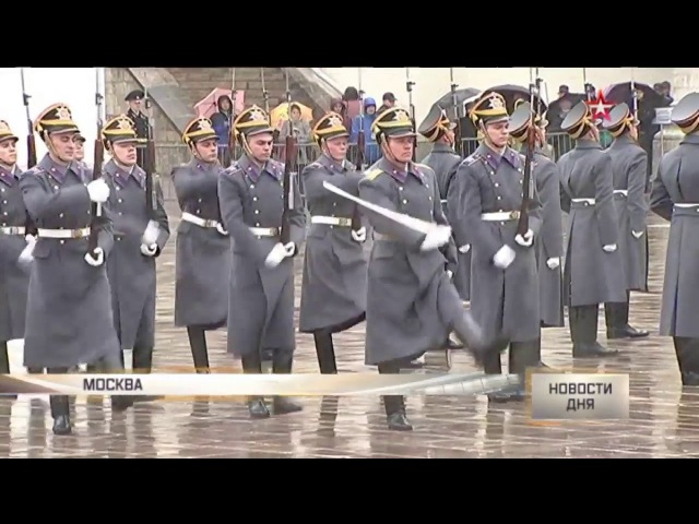 Женщина-офицер шокировала зрителей на разводе караулов Президентского полка