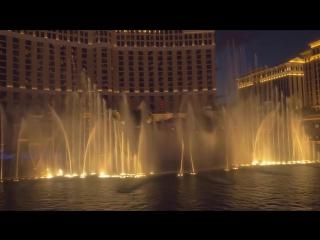 Танцующий фонтан у отеля