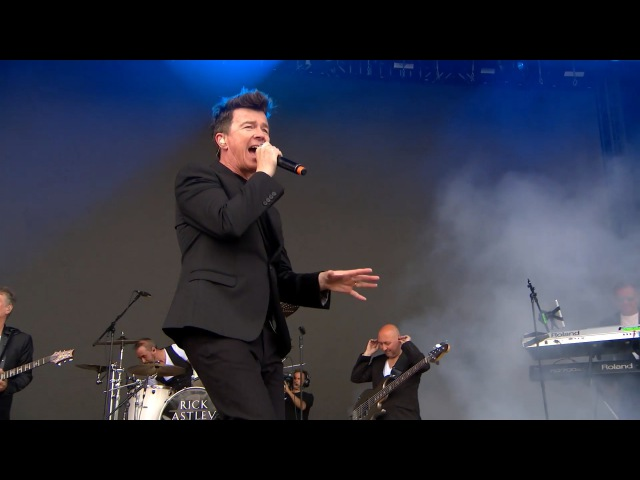 Rick Astley - Never Gonna Give You Up (Live @ V Festival 2016 Interview)