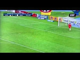Невероятный гол в касание с центра поля!