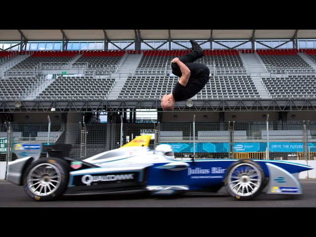 Зворотне сальто над болідом Формули-E» - Leap Of Faith: Damien Walters Backflip Over Speeding Formula E Car
