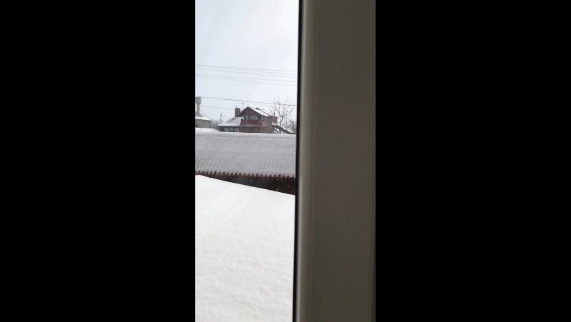 Падав сніг, на поріг