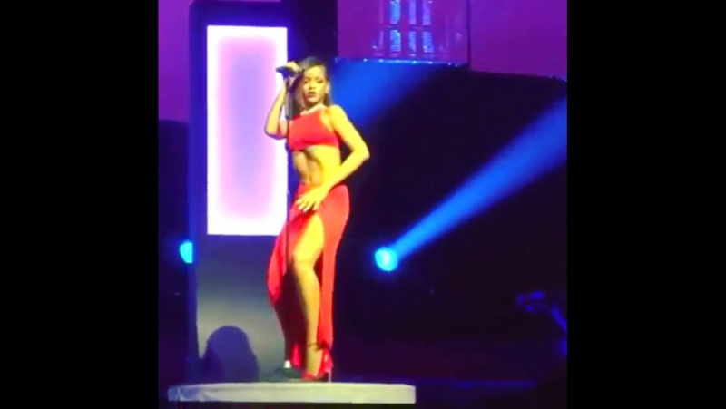 Rihanna loveeeeeee song (diamonds world tour live, dwt)