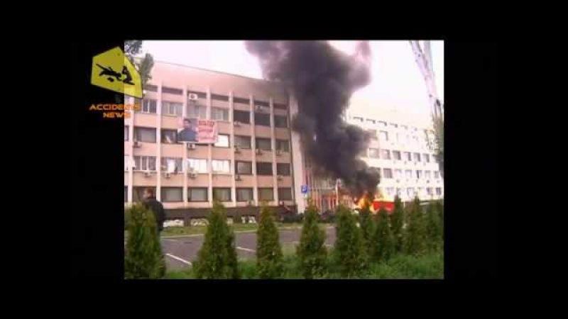 8 мая 2014. Мариуполь. В Мариуполе горсовет оцеплен военными. Горят покрышки