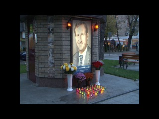 Кременчуг. Свечи памяти Народному мэру Кременчуга Олегу Бабаеву.