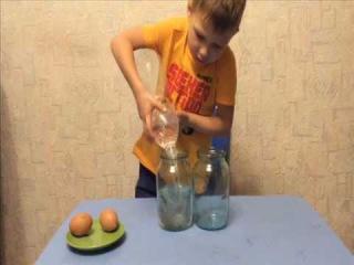 Самый простой Фокус и его секрет. Как показать фокус ребенку? Саша делает фокус с яйцами и водой.