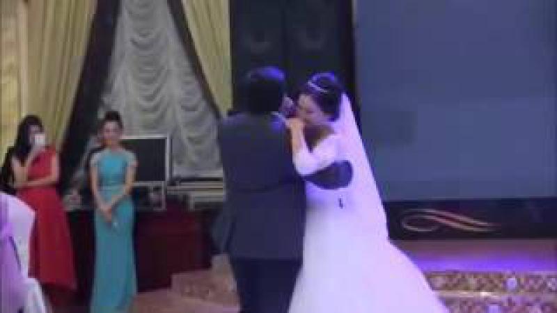 Брат поет сестренке на свадьбу. За душу берет.