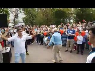 Türk müziği eşliğinde dans ettik ! Под турецкой музыкой танцевали !
