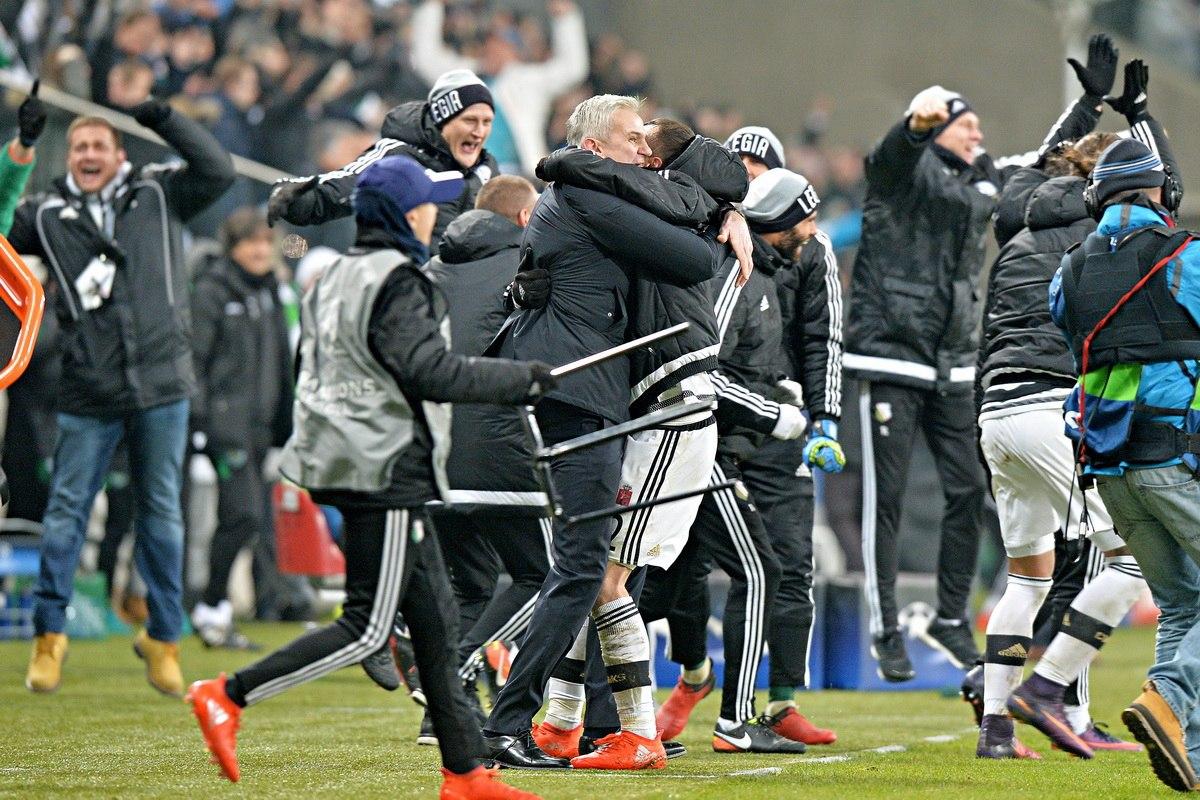 Радость тренерского штаба Легии после матча со Спортингом