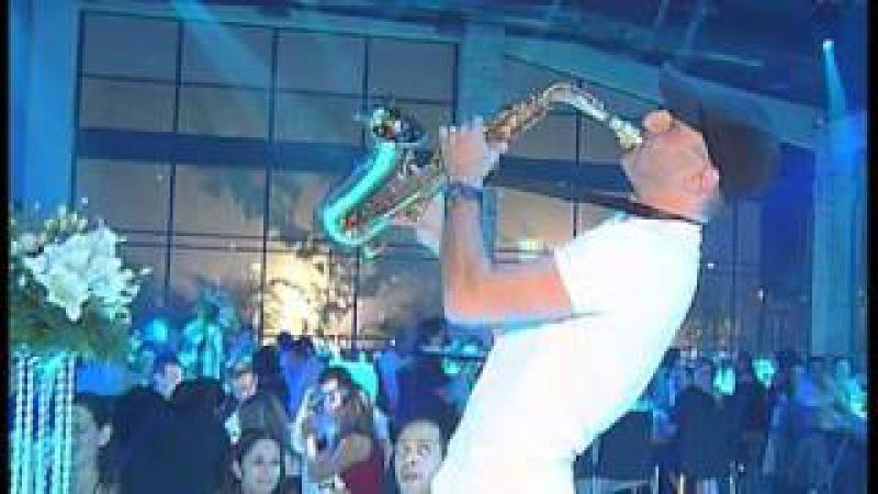 Шоу саксофониста на свадьбе от агентства FAMILY
