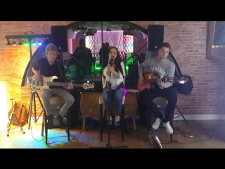 Sia – Chandelier (by BARBERRY cover band trio)