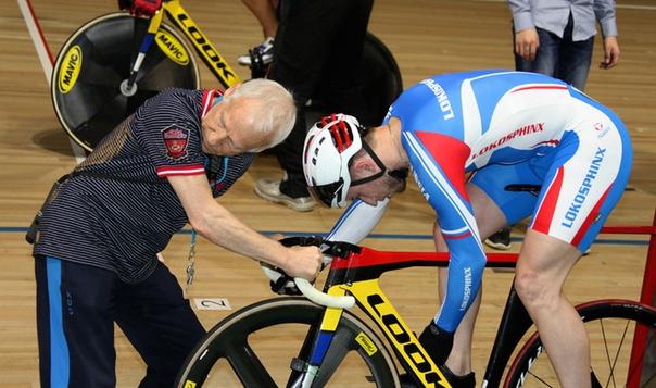 Россиянин Якушевский завоевал золото на чемпионате Европы по велоспорту на треке