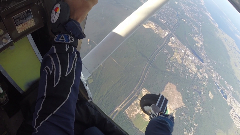 Skydiving from Cessna P206A Super Skylane
