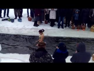 19.01.17  Первый раз, купалась зимой)))))))))