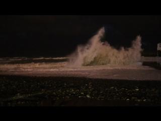Шторм в Сочи 3 декабря 2016. В Адлере тоже были сильные волны и смерчь.