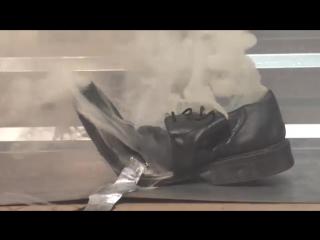 Экспериментатор. Что будет если в туфли залить алюминий?