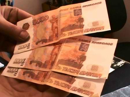 """В Якутии внимательный оператор АЗС пресекла попытку рассчитаться деньгами """"банка приколов"""""""