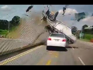 LiveLeak - High speed rollover crash