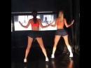 Две девушки сексуально танцуют