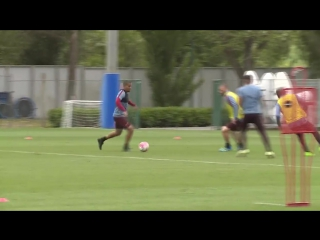 William Vainqueur finishes off some great work by Emerson at #ASRoma training...
