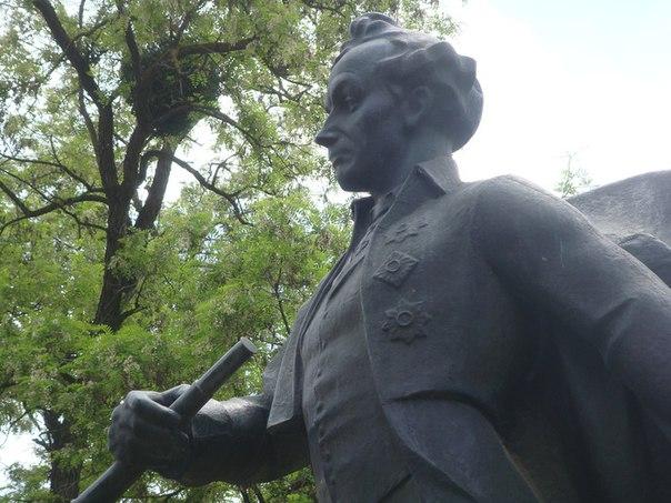 Памятник генералиссимусу Александру Васильевичу Суворову в Симферополе.