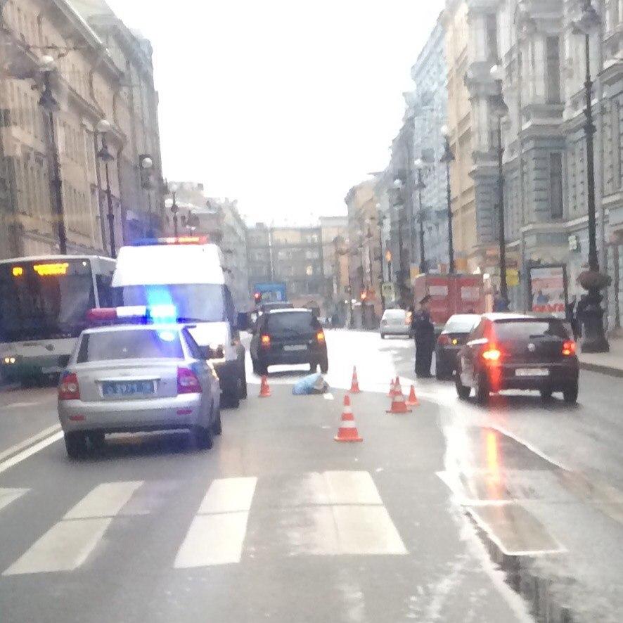На Невском проспекте насмерть сбит пешеход