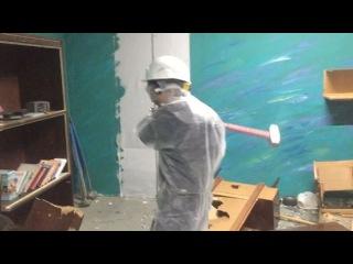 Разрушение квартиры кувалдами. 18
