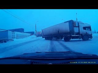 17 12 2016 Момент ДТП на перекрестке ул. Автозаводская и Берша (Ижевск)