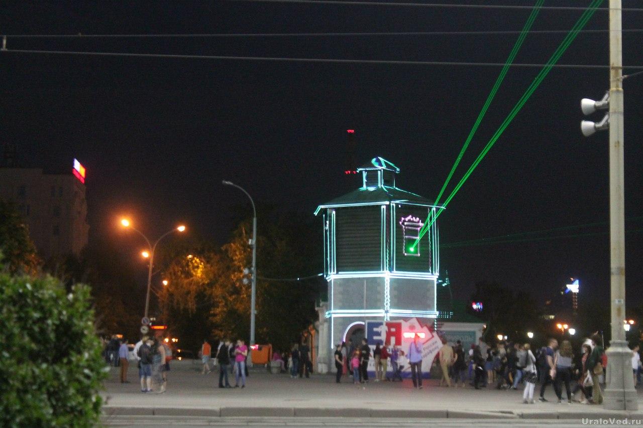 Световая инсталляция на водонапорной башне